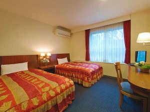 ■光の差し込む客室■[デラックスツインルーム]清潔感ある明るいお部屋で快適にお過ごしいただけます。