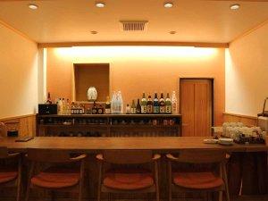 *セルフカフェ/カウンター席もあり、夜はお酒もご提供しております。