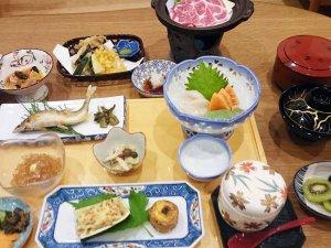 *夕食一例/ボリュームたっぷり♪栄養満点の夕食をご用意しております。
