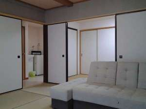 客室(一例)各室トイレ・バス完備。トゥルースリーパー二名分設置。