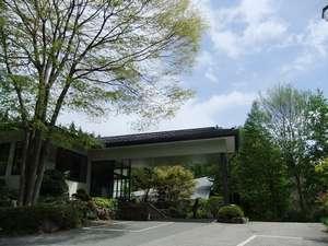 緑豊かな 猿ヶ京の高台にある宿。