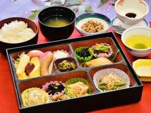 お部屋朝食:栄養・ボリューム満点のお食事1ご飯はおかわり自由ですよ!(内容は会食状のものと同じ)