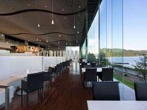 【レストラン】開けたとても景観の良いお食事会場。