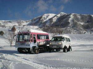 駐車場までの送迎用の雪上車、どんな雪でもグングン進みます。