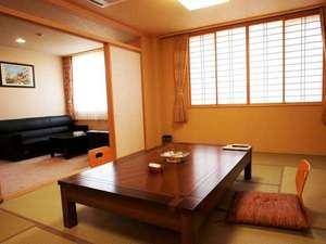 池田屋和室は広々とした14畳+リビングとなっておりごゆっくりとお寛ぎいただけます。