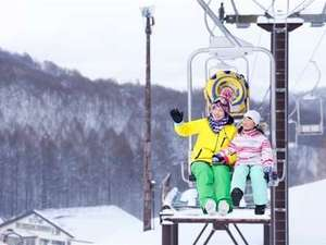 周辺にはさらさらパウダースノーが魅力のスキー場がたくさん。拠点宿として人気です。