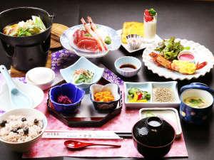 ◆夕食一例◆食育コーディネーターの資格を持つ女将特製!旬の野菜たっぷりの創作料理