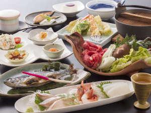 【田舎御膳一例】バランス良くさまざまな季節の食材を使った人気のメニューです