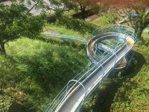道の駅大月の全長100メートルの大型ローラー滑り台