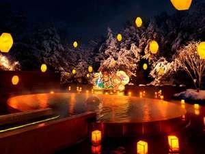 【露天風呂 浮湯】露天風呂を囲む池に勇壮なねぶた灯篭を浮かべる冬の風物詩「ねぶり流し灯篭」