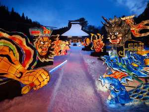 【ねぶた雪灯り】敷地内の公園で、冬景色に浮かぶ力強くも、幻想的な風景を楽しめます。