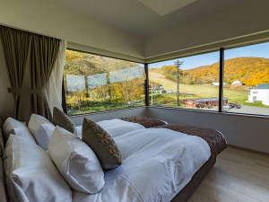 1ベッドルームデラックス リゾートビューからは、秋になると絶景をご覧頂けます。