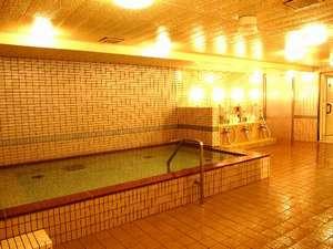 光明石温泉 大浴場・・・イオン化作用の強いとされる薬石「光明石」を使用した大浴場です。