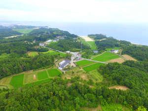 蒲庭館の全景と広がる太平洋