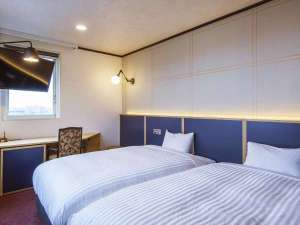 スーペリアツイン こだわりのSertaベッド×2台設置!くつろぎの空間を演出 バスルームはセパレートタイプ