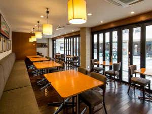 開放感のあるカフェ型レストラン