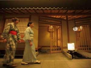 和情緒溢れる館内、日本の温泉宿を愉しむ