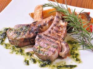 *【グレードアップ夕食一例】子羊鞍下肉の香草風味