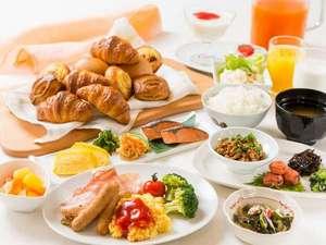 無料の和洋朝食バイキング☆1Fラウンジにて6:00-9:30まで添い寝のお子様も無料!★