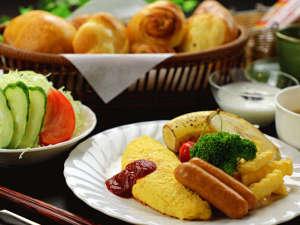 【朝食】ふわふわの卵料理がメインのバランス朝ごはん