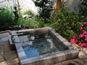 【露天風呂】露天風呂・内風呂とも、夕~朝まで、お2人だけの完全貸し切りです。