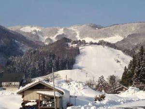 【奥神鍋スキー場】当館の目の前に奥神鍋スキー場のゲレンデが広がります