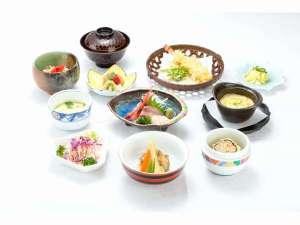 和食会席膳【3,240円】一例。一品、一品、心を込めて手作りしています。