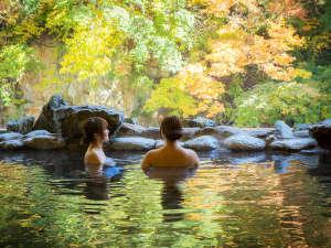豊沢の湯 秋の紅葉をと温泉をお楽しみください!