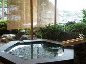 輪島港を望む露天風呂(朝夕の男女入替制)。入浴時間は、15時~24時、5時~9時。