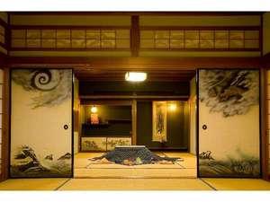 静かで広めの客室。秋冬には「こたつ」も置かれ、ほのぼの度UP!(客室は一例)