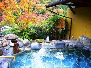 下呂富士の紅葉とともに湯浴みを楽しむ♪