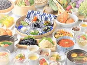 朝食バイキング(写真は夏限定メニュー)