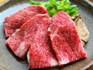 鳥取和牛オレイン55の陶板焼(写真はカルビ100gです)