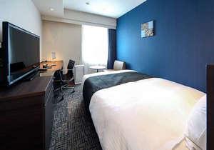 ◆スタンダードルーム◆広さ18平米に154cmサイズのベッド