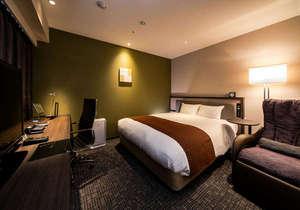 ◆デラックスダブル◆ゆったりくつろげる24平米に168cmサイズのベッド、マッサージチェアも常設