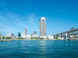 メリケンパークにそびえ立つ地上35階建てのホテルオークラ神戸