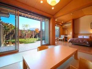 ~和洋室~大きな窓からは由布岳や町並みが眺望できます。