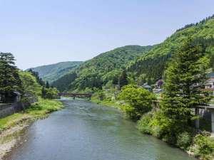 瀬見温泉を流れる「小国川」