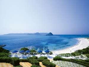 ホテルからはコバルトブルーの海を思う存分ご覧いただけます
