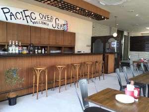 店内バーカウンター/ラウンジ空間/レストランスペース