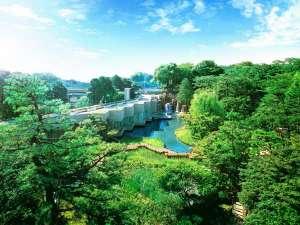 隣接している御殿山庭園は2,000坪の広さがあり、都心とは思えない非日常をご体感いただけます。