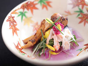 清水焼に松茸と金時草の和え物