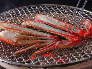 【活蟹会席】台物:本津合蟹炭火焼き -火加減が難しい焼き蟹は料理人が目の前で焼き上げます。-