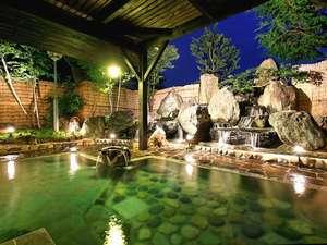 源泉100%完全かけ流し。ラジウム豊富な美人の湯!滝の流れる本格的な露天風呂が当館の自慢です。
