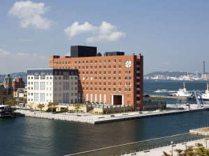 門司港駅(重要文化財)から徒歩2分!関門海峡に佇むリゾートホテル