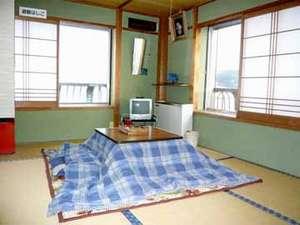 こじんまりとしておりますが、のんびりおくつろぎいただける和室(一例)