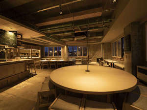 1階バルLOOPはお客様の好みのワインと出会える場です。余市のワインと余市の食材のお料理をご堪能下さい。