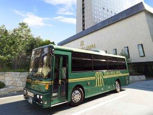 JR大阪駅発無料シャトルバス。6-15分間隔で毎日運行。