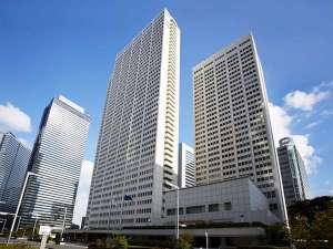 新宿西口から徒歩5分/地下鉄都営大江戸線B1出口すぐ!