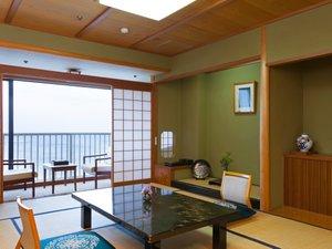 ◆本館和室【10畳】:全室日本海一望!バス、洗浄機付トイレ完備